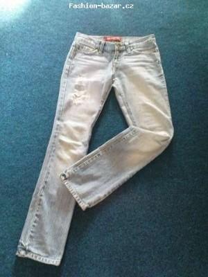 Roztrhané jeansy